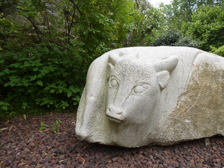 """Michèle Gat, """"Taureau"""", granit, 2014."""