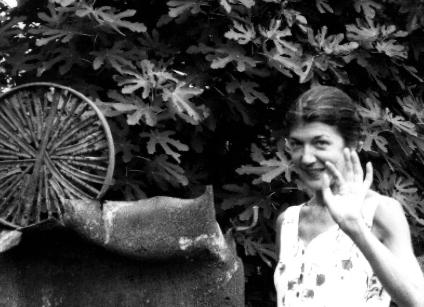 """Véronique Estel dans """"Les chants du paysage"""", création, 2001."""