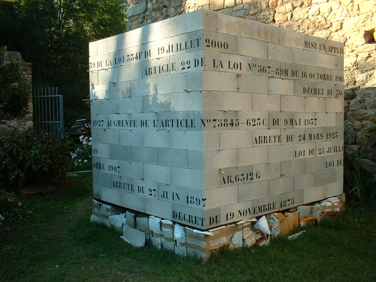 """François Seigneur, """"Ordre et désordres en architecture"""", installation, 2003."""